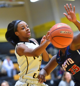 Roosevelt Joubert/C&SMediaTexas Aleiyah Brantley dishes off a pass against the Lady Broncos.