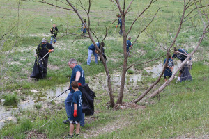 David Jenkins/Murphy Monitor Participants helped to clean up trash and other debri during the April 16 Great American Clean-up and Texas Trash-off at the Timbers Nature Preserve Park in Murphy.
