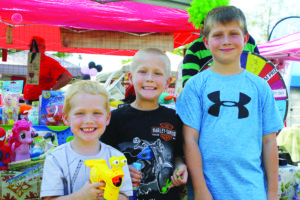 Hawk (from left), August and Addie Wood of Lucas enjoy the seventh annual Murphy Maize Days.