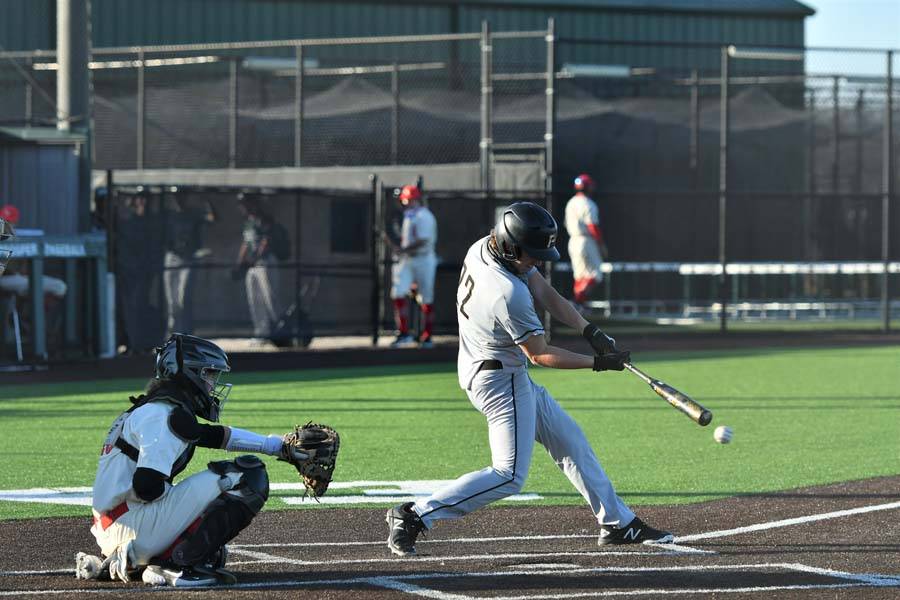 Panthers split district games with Hebron